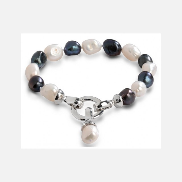 Pearl bracelet with pendant