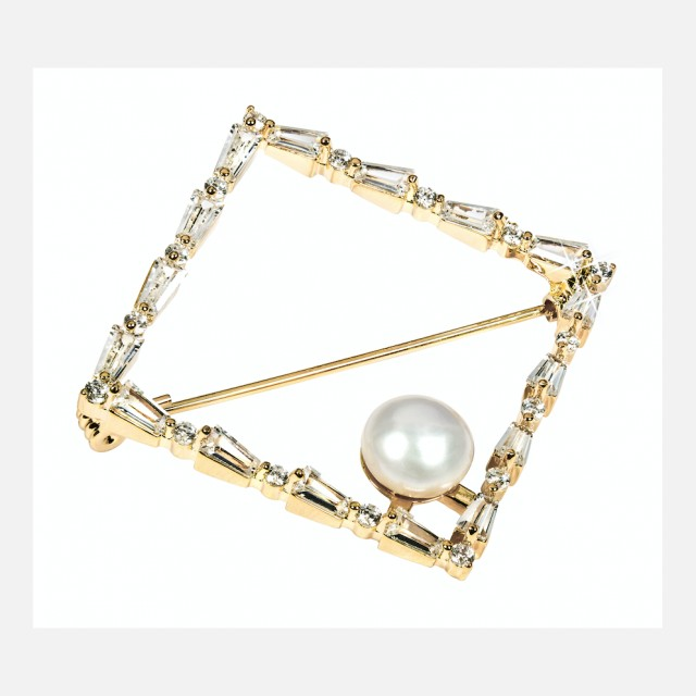 Golden magic square brooch with pearl