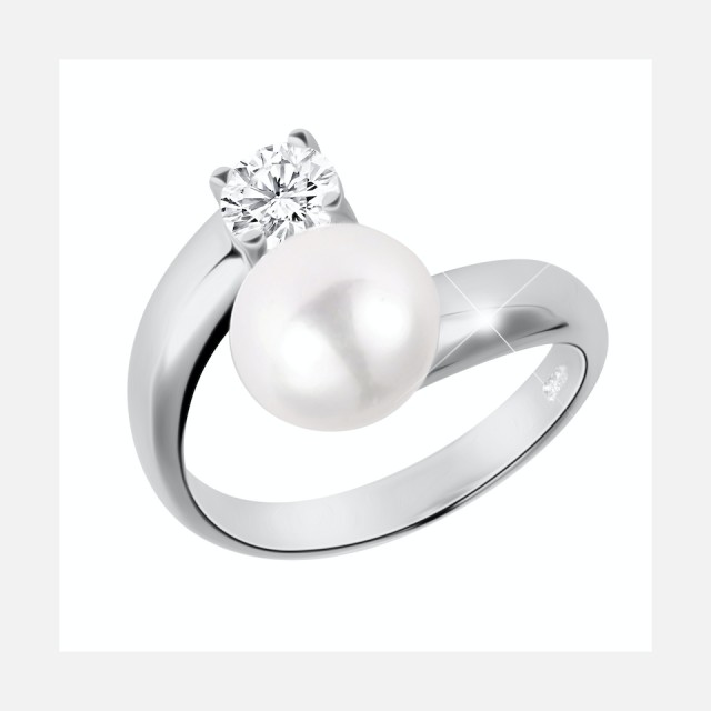 Silver ring with real pearl and crystal