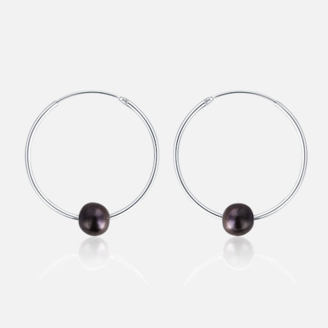 Silver circle earrings with black pearl